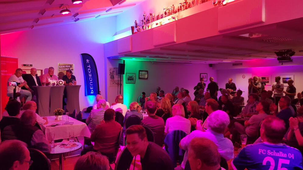 Fußballtalk im Schützenhaus des BSV mit Peter Neururer, Werner Hansch, Sebastian Kastenmaier sowie Sebastian Falke von Radio KW.