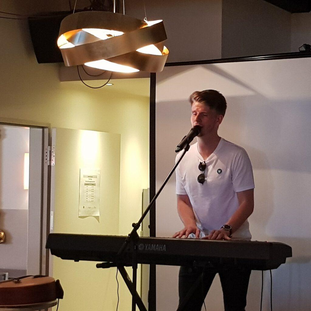 Lukas Kepser am Keyboard